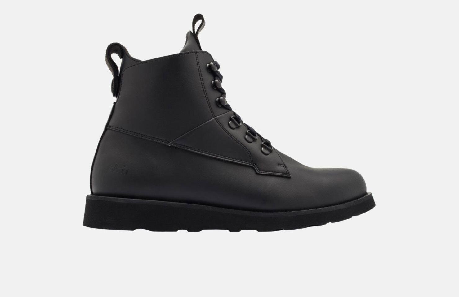 Cedar Boot / All Black Vegan